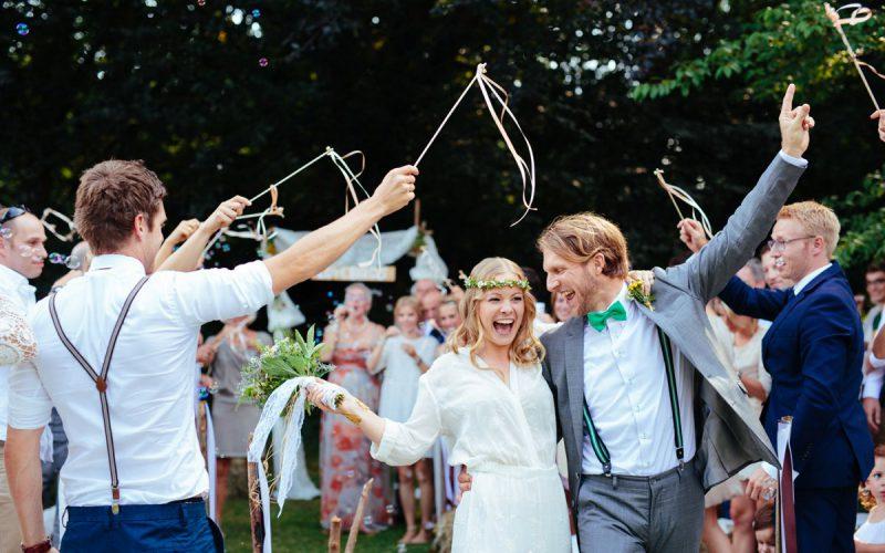 Boho-Hippie-Hochzeit im eigenen Garten