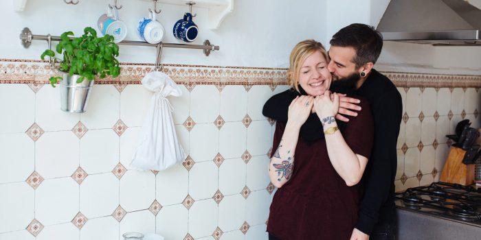 Verlobungsfotos in den eigenen vier Wänden