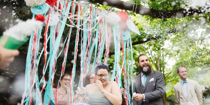 Eine ausgelassene DIY Hochzeit in rot und mint