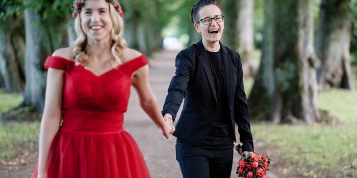 Intime Hochzeit mit heidnischer Trauung im Park